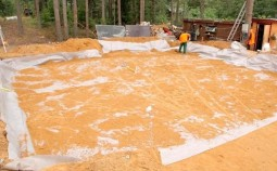 Для чего нужен геотекстиль в фундаменте и как его правильно укладывать?