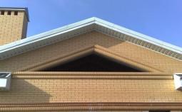 Варианты устройства фронтонов двухскатных крыш