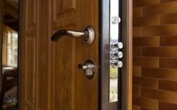 Как правильно установить замок на входную дверь