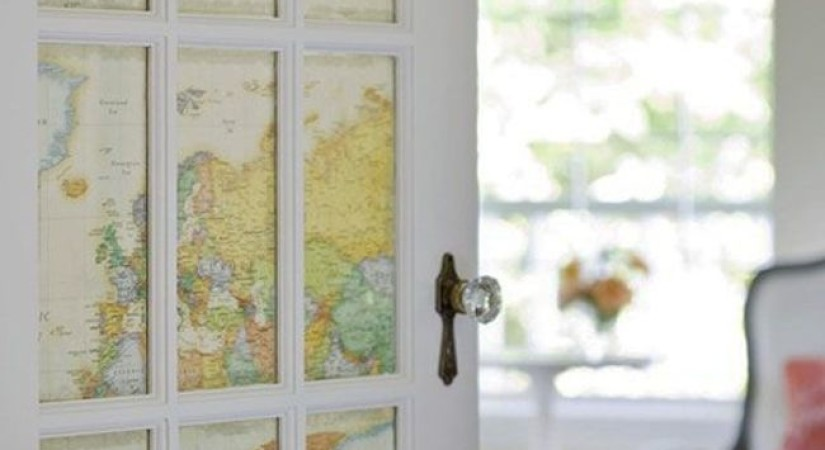 Карта, наклеенная на старое стекло