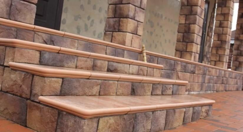 Лестница из керамогранита в интерьере