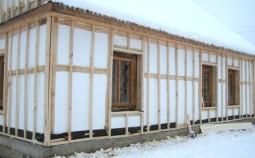 Плюсы и минусы утепления деревянного дома пенопластом
