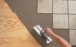 Как грамотно положить плитку на деревянный пол