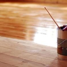 Выбираем лак для покрытия деревянного пола из сосны