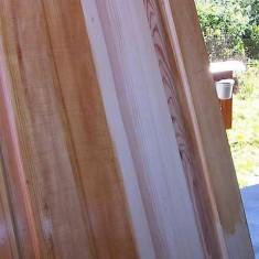 Чем и как покрасить деревянные двери своими руками