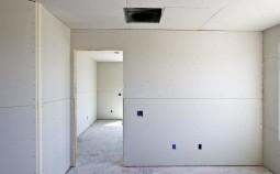 Что лучше — штукатурка или гипсокартон на стены?
