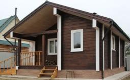 Чем и как покрасить деревянный дом своими силами