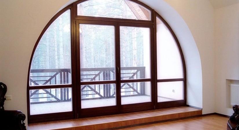 Французское окно в деревянном доме