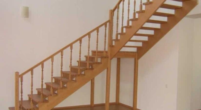 Поворотная лестница на 90 градусов