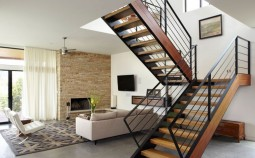 Комбинированные лестницы на второй этаж дома