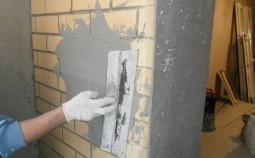 Чем лучше штукатурить стены в доме внутри и снаружи?