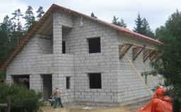 Достоинства и недостатки домов из пенобетонных блоков