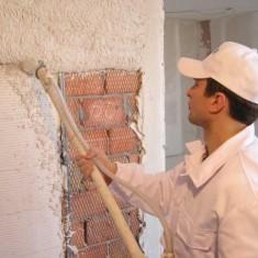Что лучше – механизированная или ручная штукатурка стен?