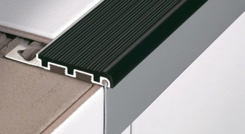 алюминиевая накладка с резиновой вставкой