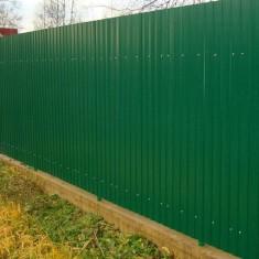 Как сделать забор из профнастила своими руками?