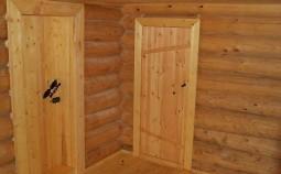 Установка межкомнатной двери в перегородке деревянного дома