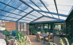 Строим надежную и современную крышу из поликарбоната