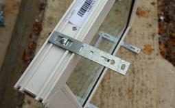 Правила монтажа пластиковых окон на анкерные пластины