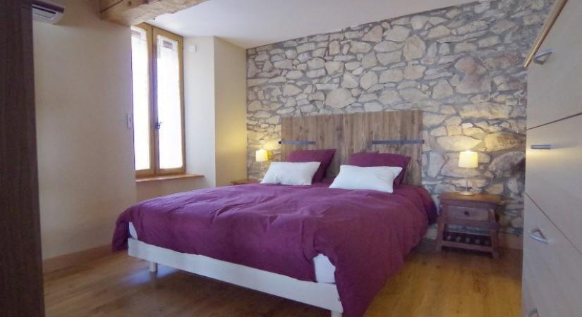 Панели под декоративный камень для комнаты