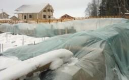 Как законсервировать фундамент на зиму?