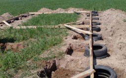 Два способа строительства фундамента из покрышек своими руками