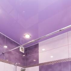Стоит ли делать натяжной потолок в ванной комнате?