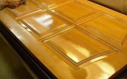 Выбор и техника нанесения лака на деревянные двери