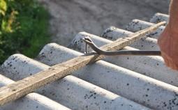 Как самостоятельно выполнить ремонт шиферной крыши