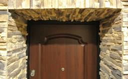 Отделка дверных и оконных откосов декоративным камнем
