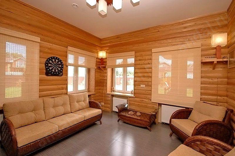 """Интерьер дома с отделкой """"блок-хаусом"""""""