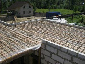 Элементы потолка в доме из газобетона