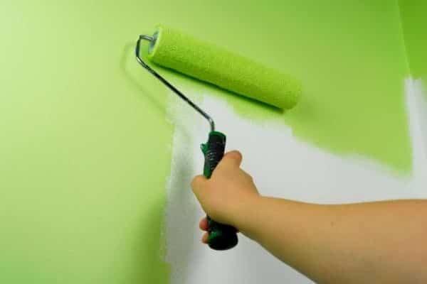 Нанесение акриловой латексной краски с полуматовой поверхностью