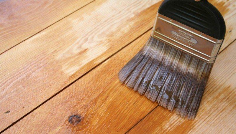 Покраска деревянного пола в доме