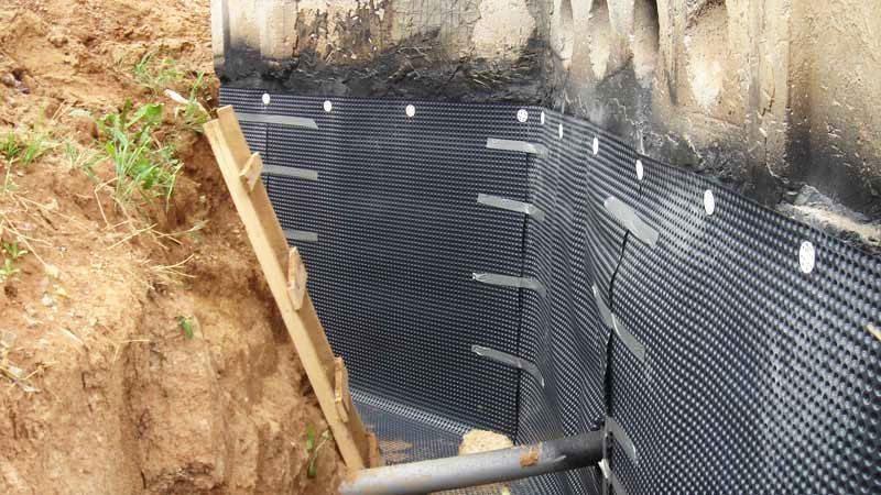 Как уложить гидроизоляцию на фундамент