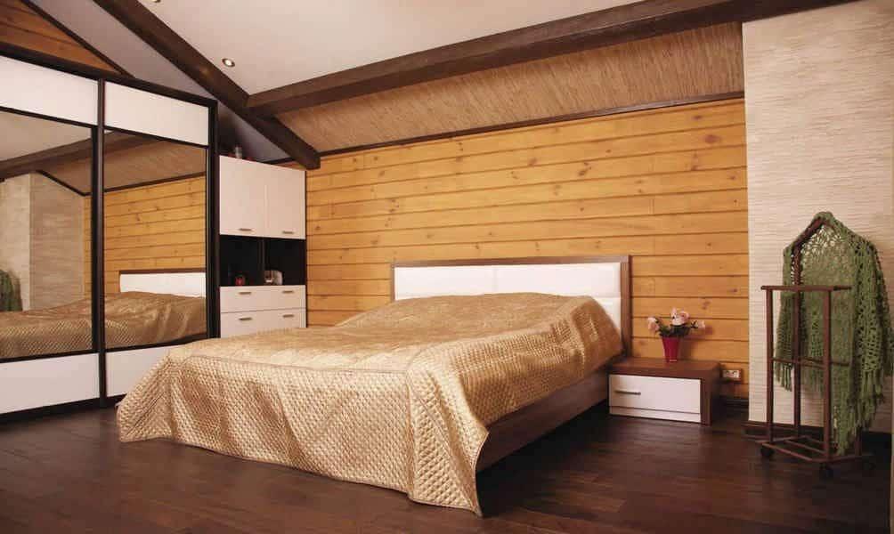 Спальная с отделкой имитацией бруса