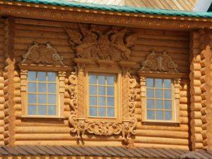 Декор деревом дачного дома