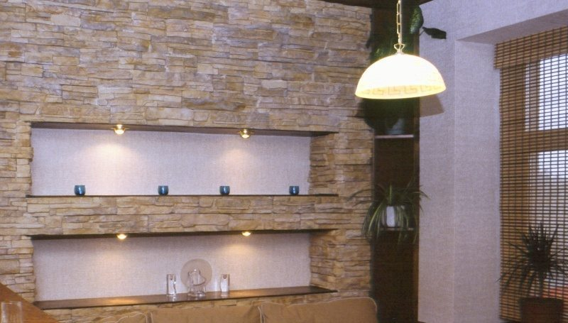 Внутренняя отделка с панелями под камень