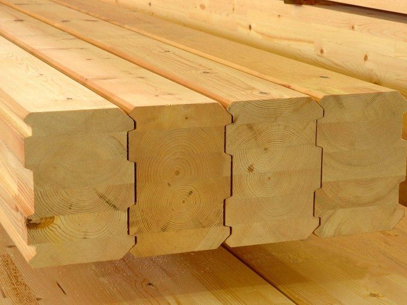 Клееный брус состоит из склееных между собой слоев древесины