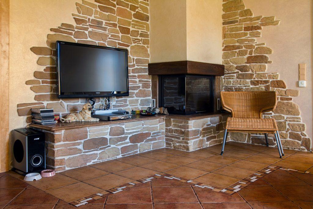 Каменные углы выгодно подчеркнут зонирование пространства