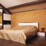 Комбинация натуральной древесины и декоративной штукатурки