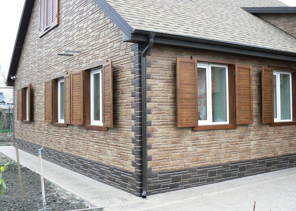 Фасад, отделканный пластиковыми панелями