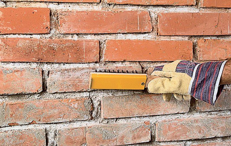 очистка стены от мусора