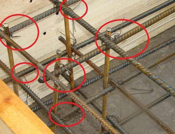 Места вязки арматуры в фундаменте