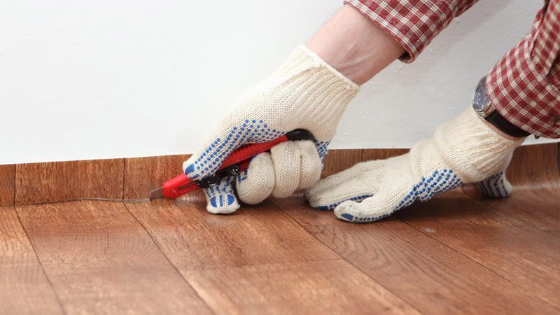 Можно ли стелить линолеум в деревянном доме
