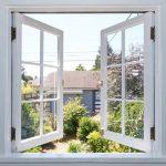 Окрашенное деревянное окно