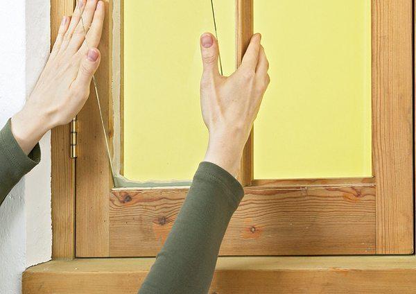 Вставка стекол в деревянные окна