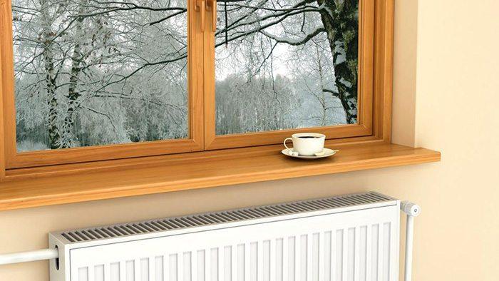 Прибор отопления под окном
