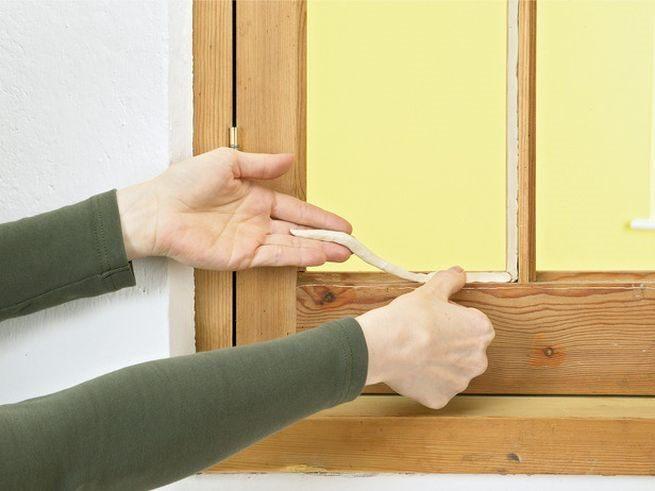 Утепление деревянного окна замазкой