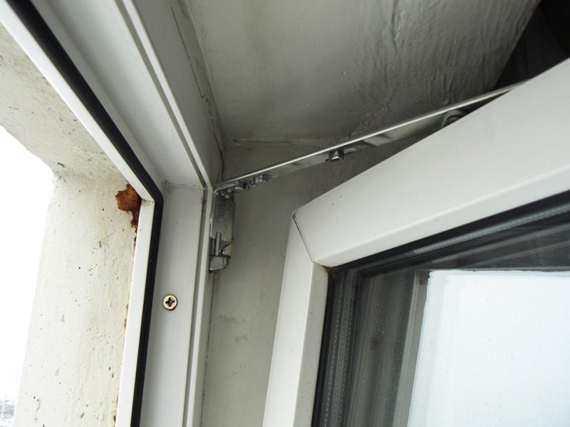 Створка окна находится сразу в двух режимах
