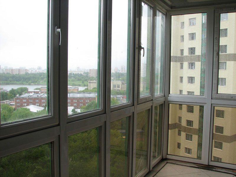 Панорамные окна на балкон с тонировкой